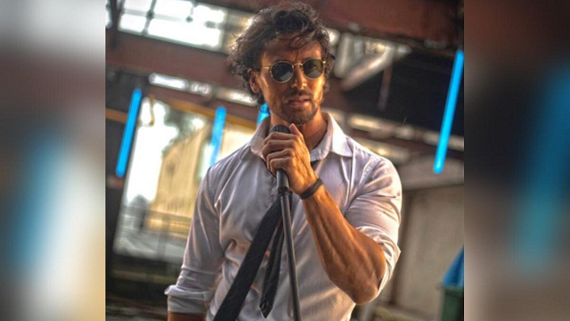 Tiger Shroff gave the fans an unbeatable challenge for the first time by singing a song, the video went viral