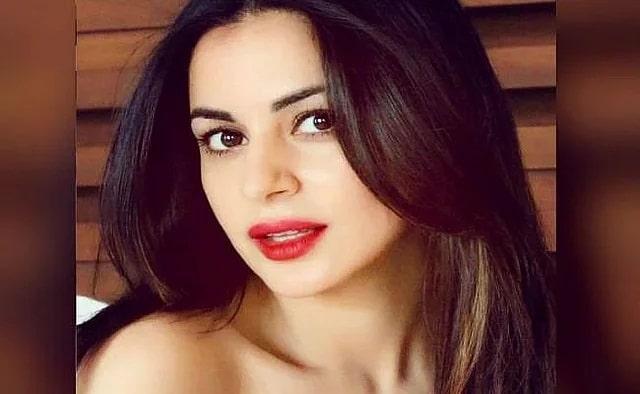White or Black Monokini? Which bold look do you like Preetha of 'Kundali Bhagya'?