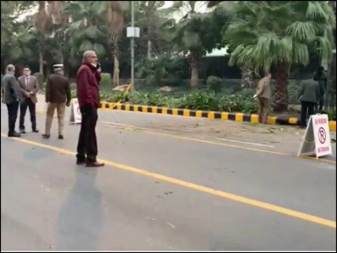 IED blast near the Israeli embassy on Abdul Kalam Road in Delhi, several vehicles burst glass