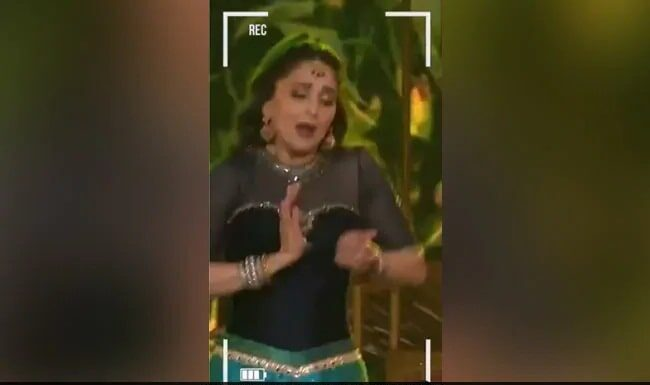 When Madhuri Dixit gave the stage performance on the song 'Chane Ke Khet Mein', fans were blown away by watching the expressions