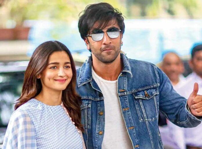 Alia Bhatt expresses her love for Ranbir Kapoor in gestures