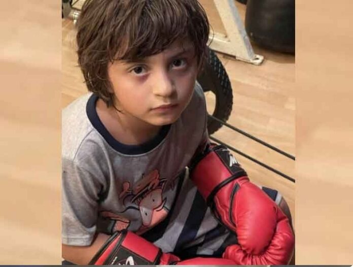 Mummy Gauri Khan, looking at Abram Khan in boxing gloves, said- My Mike Tyson