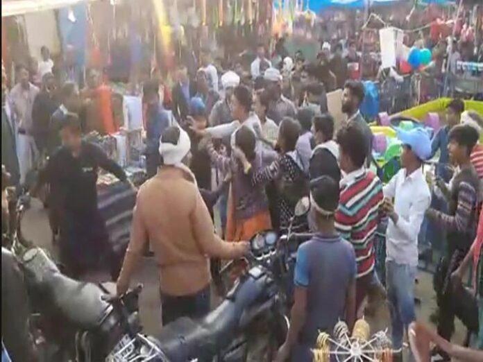 UP: Violence between two sides after indecent remarks on woman, video went viral on social media