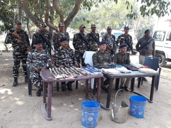 Bihar: Bihar Police and SSB carry out operations in the forests of Banka, recovered explosives and other items
