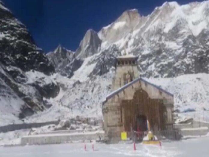 Uttarakhand: Heavy snowfall in Kedarnath Dham, local people's problems increased