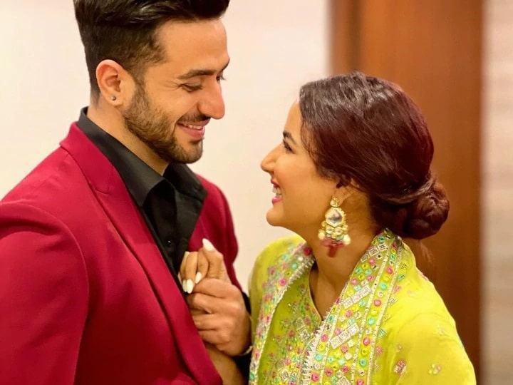Jasmine Bhasin celebrates Eli Goni's birthday in Kashmir, viral style on social media