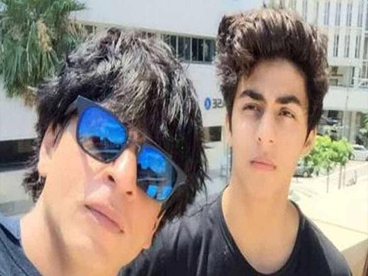 Shahrukh Khan's son Aryan Khan flaunted his abs, shared a photo with his friend