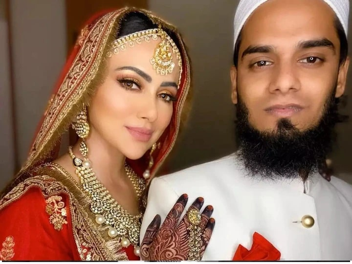 Sana Khan appeared for the first time after four months of Nikah, did you see this video?